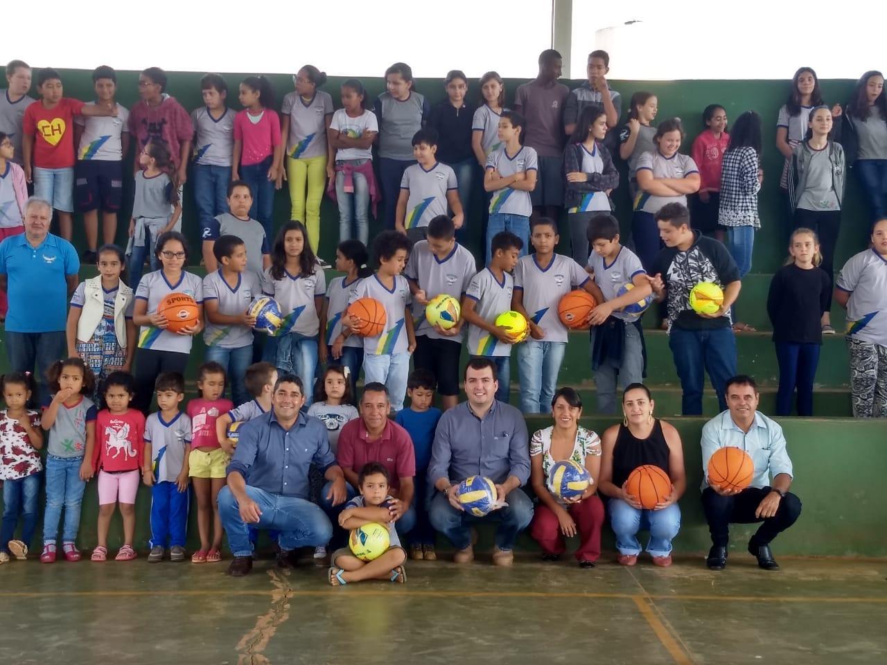 0f8baf535b1e1 Entrega de Materiais Esportivos - Prefeitura de Gameleira de Goiás